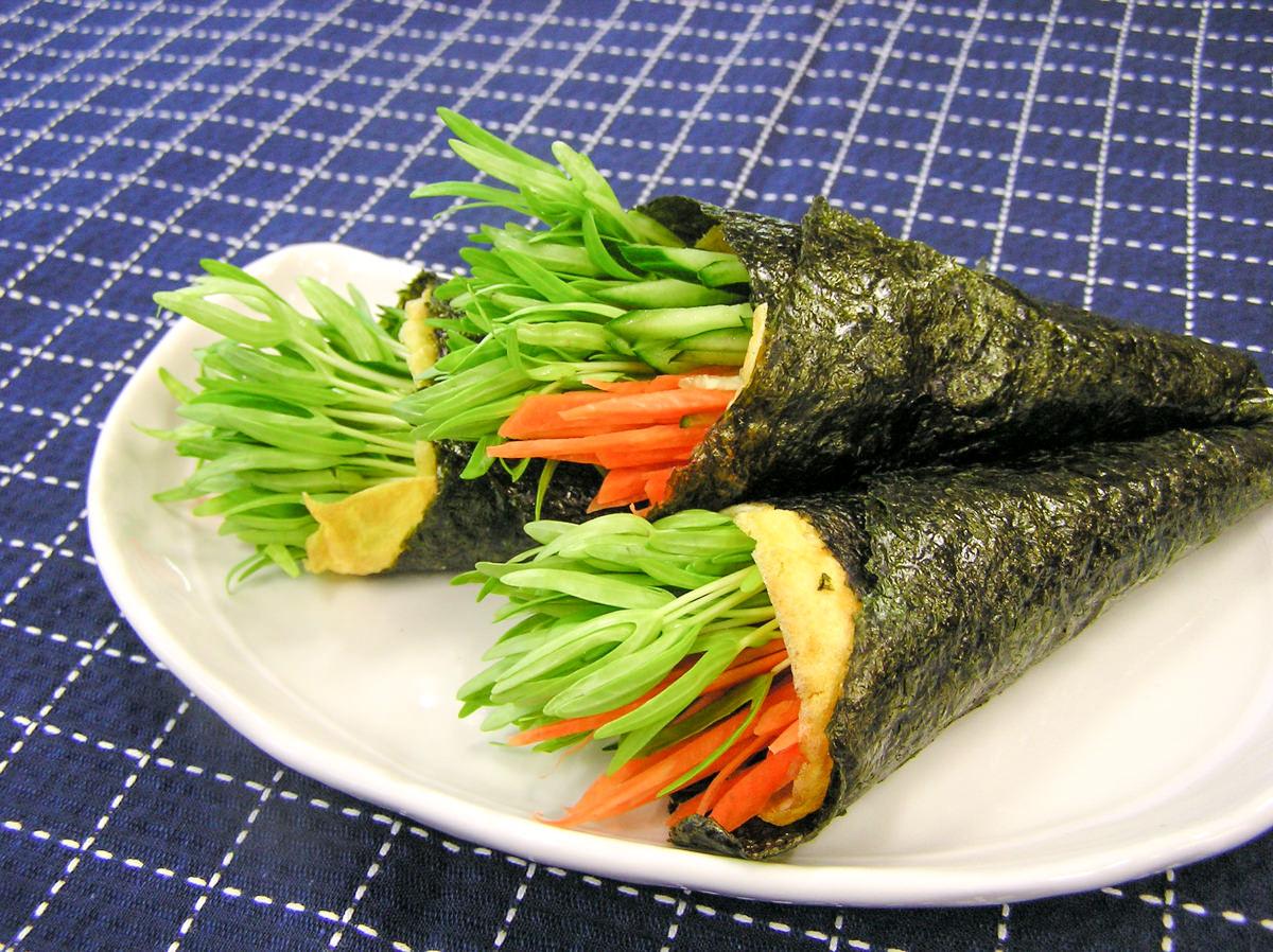 空心菜の新芽サラダ巻き