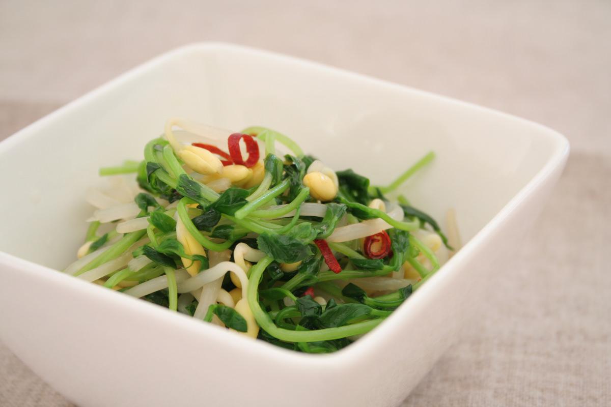 豆苗と子大豆もやしの中華風和え物