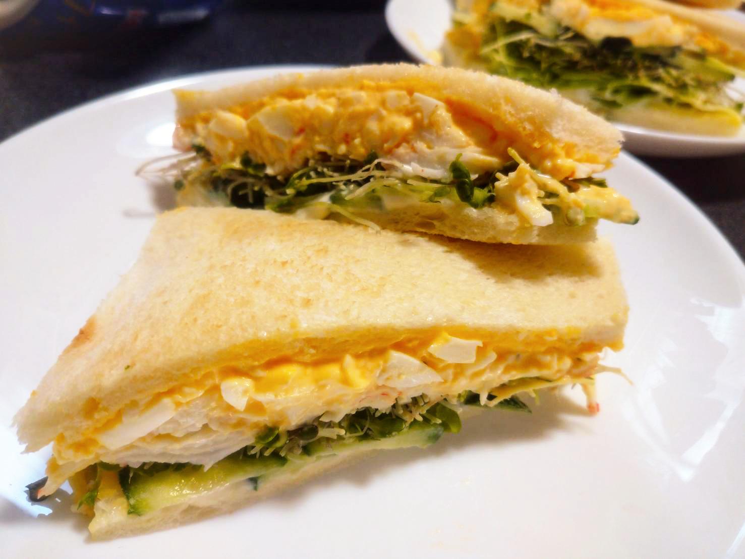 スルフォラファンスプラウトと卵たっぷりサラダのサンドウィッチ