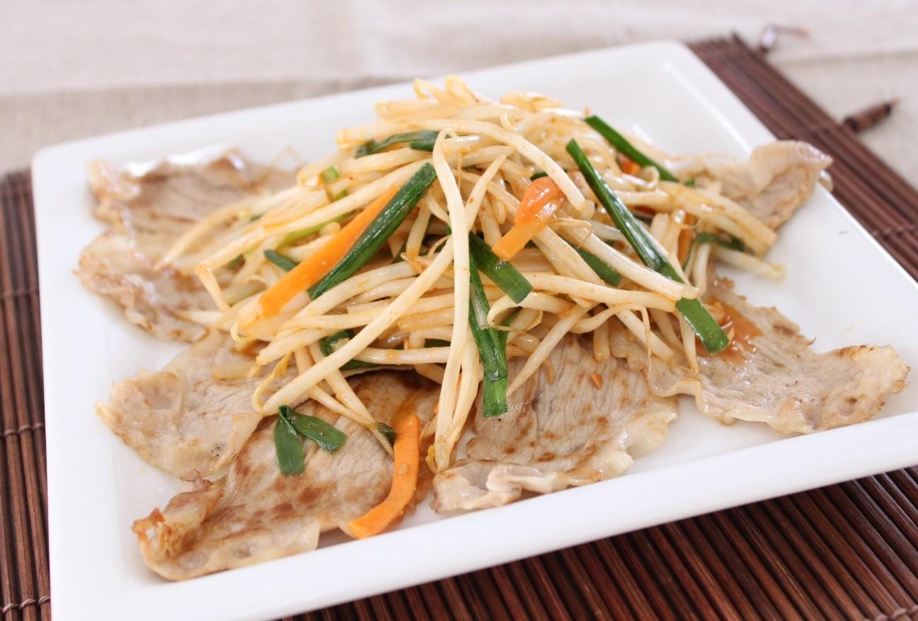 たっぷりニラ野菜と豚肉のピリ辛炒め